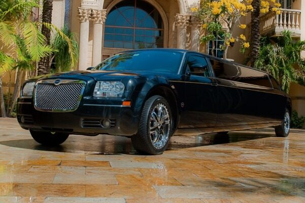 8 Person Chrysler 300 Limo Service Fort Lauderdale
