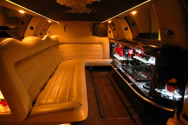 8 Person Lincoln Limo Service Fort Lauderdale