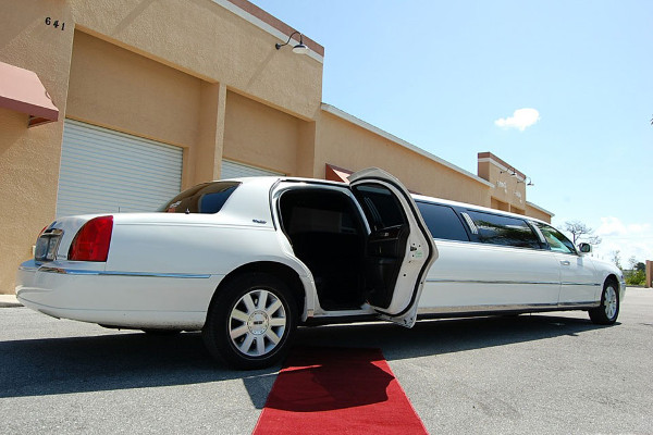 8 Person Lincoln Stretch Limo Fort Lauderdale